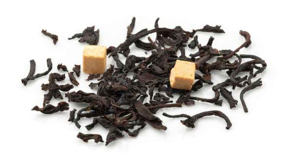 Schwarzer Tee mit Karamellstückchen