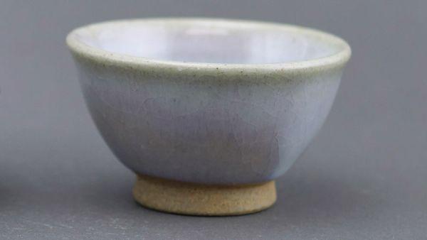 Narieda Yunomi Tea Cup aus beige-braunem Ton und farbenfroher heller Glasu (handgemacht / Japan)