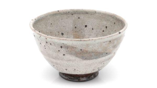 Matchaschale (Chawan) in grau mit sprenkeln und glänzender Glasur (handgemacht / Japan)